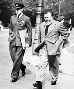 Roald Dahl with Ernest Hemingway in 1944. Photo from newsweek.com